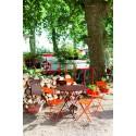 Table Floréal et chaises Coeur Fermob.